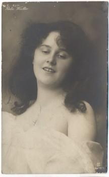 AK Foto Reta Walter Schauspielerin Oper schulterfrei 1910