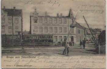 AK Gruss aus Neumünster Horn's Hotel mit Bahngleis Zug Schranke 1902 RAR