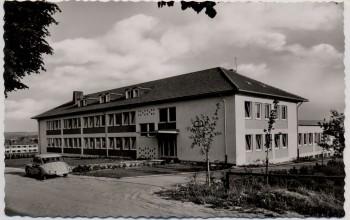 AK Foto Usingen im Taunus Schülerheim mit Auto 1960
