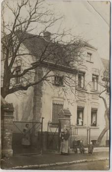 VERKAUFT !!!   AK Foto Brandis Hausansicht mit Menschen 1910 RAR