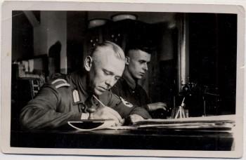 AK Foto Ihlienworth Soldaten am Schreibtisch RAD Abteilung Wilder Jäger Wode 4/173 1935 RAR