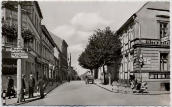 AK Foto Falkenburg Złocieniec Marktstraße mit Müller's Hotel Pommern Polen 1940 RAR