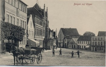 AK Bergen auf Rügen Ortsansicht mit Pferdekutsche Kinder 1910 RAR