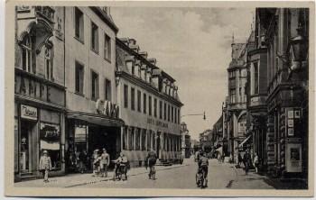 AK Lippstadt Adolf Hitler Straße Hotel Köppelmann viele Menschen 1940 RAR