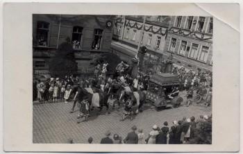AK Foto Lutherstadt Eisleben Jubiläumsfeier 450.Geburtstag Luthers viele Menschen Umzug 1933 RAR