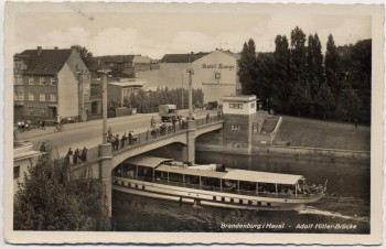 AK Foto Brandenburg an der Havel Adolf-Hitler-Brücke Boot 1944