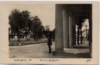 VERKAUFT !!!   AK Ludwigslust in Mecklenburg Wache vor dem Hauptportal 1937 RAR