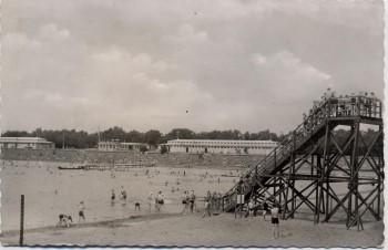 AK Foto Duisburg Wedau Strandbad viele Menschen 1957