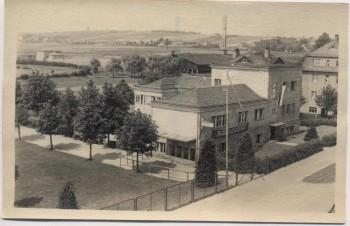 AK Foto Glauchau Sportpark mit Fahnen 1950