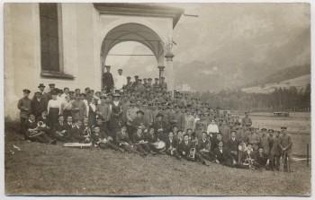 AK Foto Engelberg Gruppenfoto Soldaten Priester Orchester Obwalden Schweiz 1915