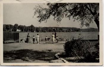AK Luftkurort Feldberg in Mecklenburg Haussee mit Menschen Landpoststempel Conow 1957
