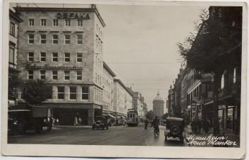 AK Foto Mannheim Neue Planken mit Geschäften Menschen Autos 1930