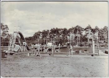 AK Foto Roßlau (Elbe) Schwimmbad mit Menschen 1977