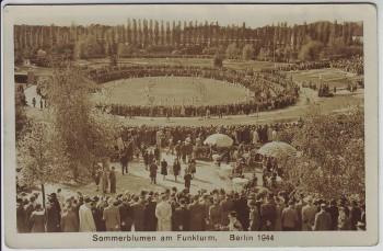 AK Berlin Sommerblumen am Funkturm viele Menschen 1944
