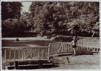 AK Foto Bernau bei Berlin Park Stadtpark mit Frau 1974