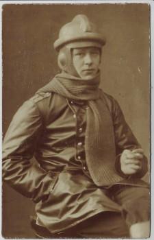 AK Porträt Soldat mit Fliegerhelm und Schal Flieger-Bataillon Nr. 3 1. WK Hofphotograph Hugo Sontag Erfurt 1914 RAR