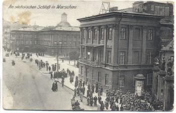 VERKAUFT !!!     AK Warschau Warszawa Am sächsischen Schloss viele Soldaten und Menschen Polen Feldpost 1. Weltkrieg 1918