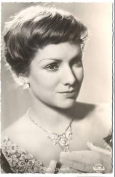 AK Foto Ruth Leuwerik Schauspielerin Rosen im Herbst 1955
