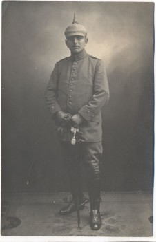 VERKAUFT !!!   AK Soldat mit Pickelhaube und Säbel 1.Weltkrieg 1915