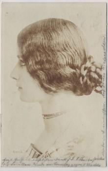 AK Frau mit Kette Seitenansicht 1905