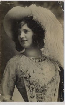 AK Foto Frau mit Hut und Korsett 1909