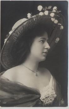 AK Foto Frau mit großem Hut 1908