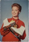 AK Foto Romy Schneider in Rot mit Schlittschuhen 1955