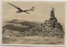 AK Foto Fliegerdenkmal auf der Wasserkuppe mit Segelflieger Rhön b. Gersfeld 1939