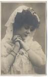 AK Foto schöne Frau in weiss betend 1910