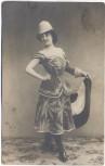 AK Foto Frau mit Rock und Bluse kolonialer Hut 1905