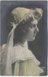 AK Violet Wegner Schauspielerin mit Haube 1909