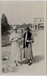 AK Foto München 2 Frauen an der Isar mit Brücke 1930