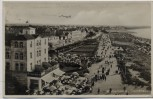 AK Foto Warnemünde Promenade mit Flieger Hotel Pavillon Rostock 1934