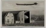 AK Foto Friedrichshafen am Bodensee Zeppelin LZ 129 in der Halle, darüber LZ 127 1937