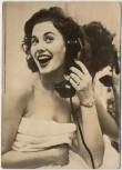 AK Foto Frau mit Badetuch und Telefon Peter Steffen Auslandsdienst 1956