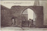 AK Guérande Faubourg Bizienne Mann vor Eingang Loire-Atlantique Frankreich 1910