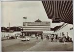 AK Foto Halle (Saale) Hauptbahnhof viel Menschen Trabant 1974