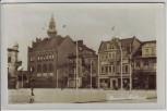 AK Foto Września Wreschen Blick auf Rathaus Markt mit Fahnen Bahnpost Großpolen Posen Polen 1942 RAR