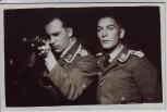 AK Foto Oberfeldwebel und Feldwebel mit Gewehr Wehrmacht 2.WK 1940