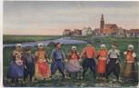 AK Friesland Kinder in Trachten vor Stadt 1920