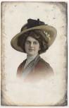 AK Frau mit großem Hut Soldatenkarte 1911