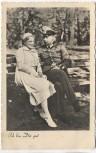 AK Foto Soldat mit Frau auf Bank sitzend 1939