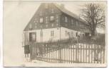 AK Foto Pommritz Haus im Winter mit Kind b. Hochkirch Oberlausitz 1923