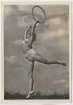 AK Foto Frau Schönheit der Gymnastik Reifengymnastik Verlag Schwerdtfeger 1940