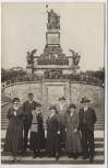 AK Foto Gruppenbild vor Niederwalddenkmal Niederwald Rüdesheim am Rhein 1930