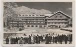 AK Foto Garmisch-Partenkirchen Hotel Riessersee mit Kramer Sportplatz viele Menschen Winter 1934