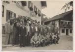 AK Foto Rohrdorf am Inn Gruppenbild vor Gasthaus zur Post 1950
