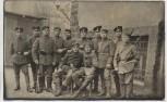 VERKAUFT !!!   AK Gruppenfoto Soldaten mit Gewehr 1. WK 1915