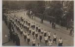AK Foto Erfurt Umzug junger Frauen 1930
