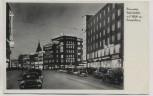 AK Foto Hannover Bahnhofstraße mit Blick auf Europahaus bei Nacht mit Autos 1955